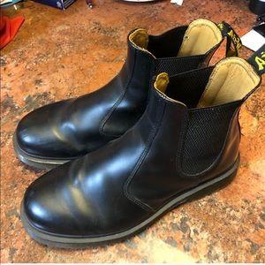 Black Chelsea doc marten boots 🥾
